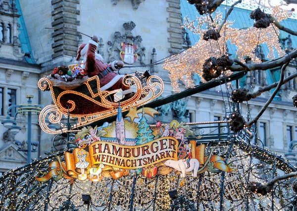 Le père Noël et son traîneau au marché de Noël de Hambourg (Bildarchiv Hamburg)