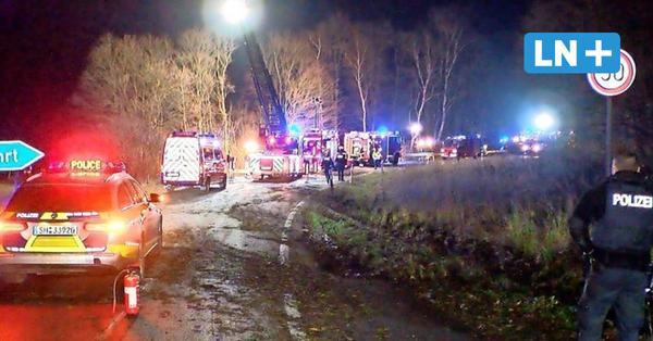 Bargteheide: Fahrer stirbt in brennendem Fahrzeug auf der A1