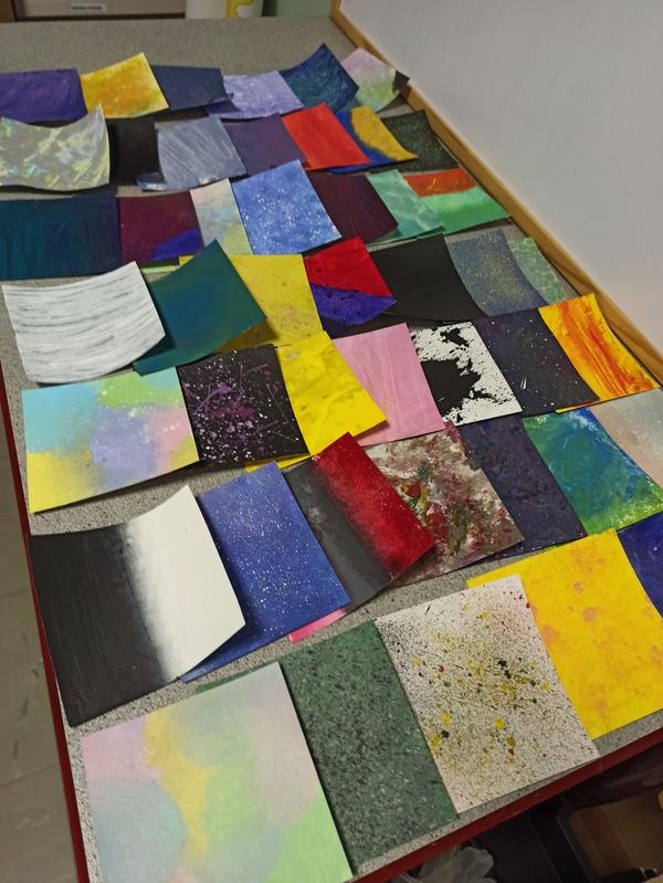Fonds colorés créés par les 3e pour leur carnet d'orientation