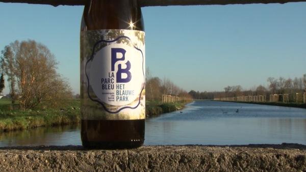 Pottes : la «Parc Bleu», une nouvelle bière qui rassemble au-delà des frontières - Pottes: nieuw bier 'Het Blauwe Park' brengt mensen bij elkaar over grenzen