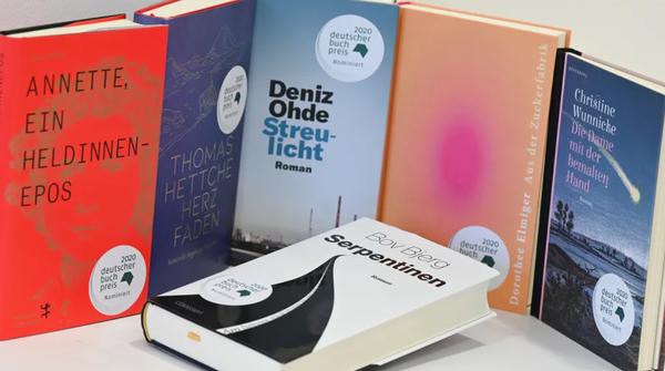 Die besten des Jahren? Die Auswahl der Finalisten für den Deutschen Buchpreis. (Foto: Arne Dedert/dpa)