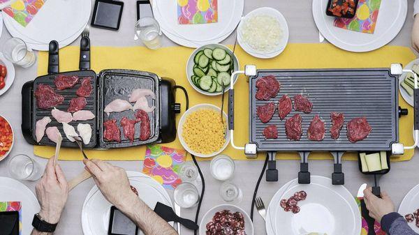 Raclette essen: So gelingt der Familienklassiker an Weihnachten und Silvester