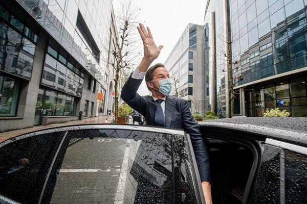 Premier Rutte bij vertrek uit Brussel