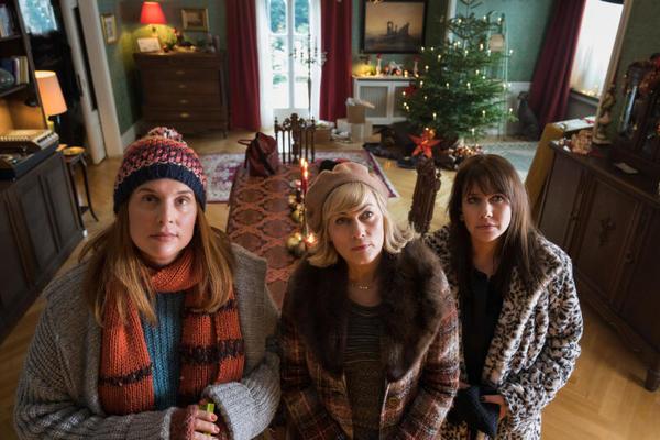 """Die drei """"Weihnachtstöchter"""" Diana (Felicitas Woll), Katarina (Elena Uhlig) und Regina (Gesine Cukrowski). Foto: Lüdeke/ZDF/dpa"""
