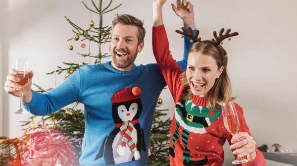 Hässlich kann so schön sein: Ugly Sweater an Heiligabend machen Spaß.