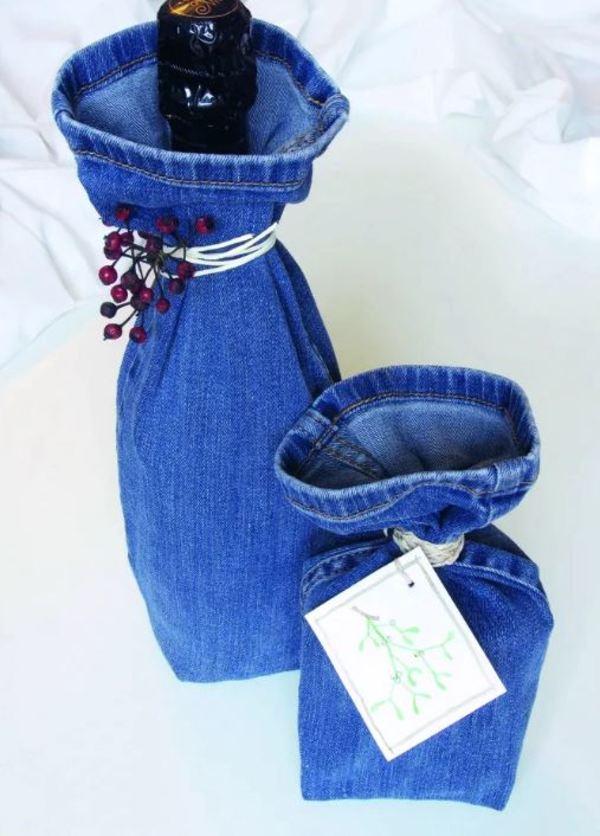 Upcycling fürs Weihnachtsfest: So sieht die Geschenkverpackung aus einer alten Jeans aus. © Quelle: Alexandra Achenbach/Frechverlag