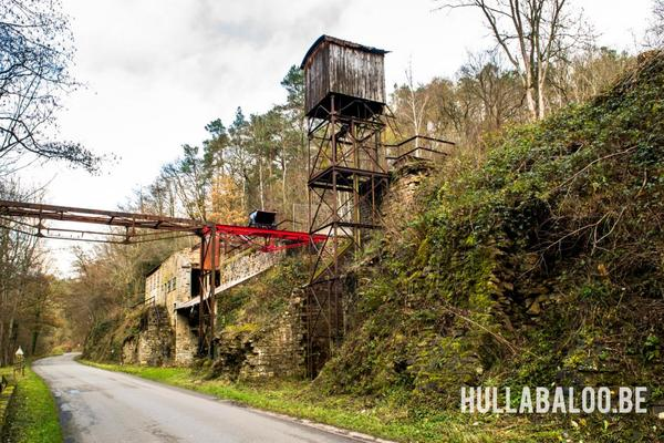 Oude lifttoren aan de groeve van Bizonzon.