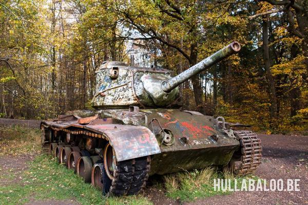 Alles samen staan er nog een viertal wrakken van tanks.