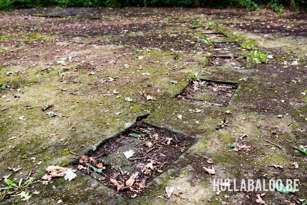 Betonnen plaat waarop het magnetisch kompas werd afgesteld.