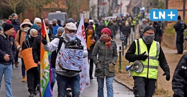 Corona-Demo in Eutin: 160 Impfgegner ziehen durch die Innenstadt