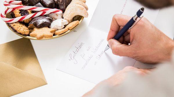 Geschenkideen für Weihnachten: Diese Gutscheine kommen auch in Corona-Zeiten gut an