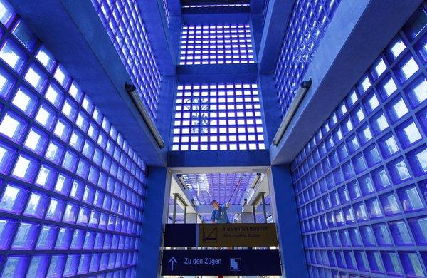Der Bahnhof Nordstadt wird aus guten Gründen auch der blaue Bahnhof genannt. (Foto: Michael Thomas)