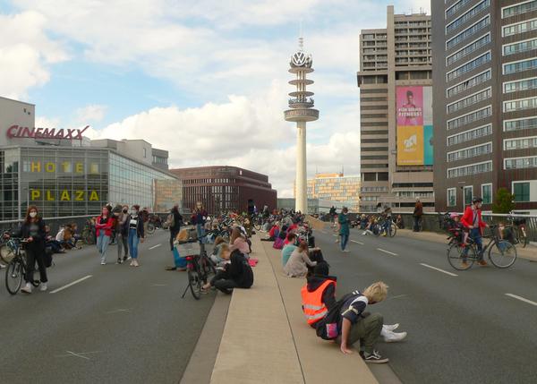 Klimastreik auf der Hochstraße an Hannovers Raschplatz. Quelle: nifoto