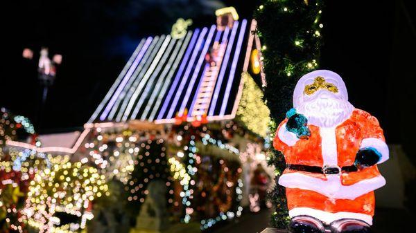Lichtermeer an der Fassade:Mieter dürfen weihnachtlich dekorieren
