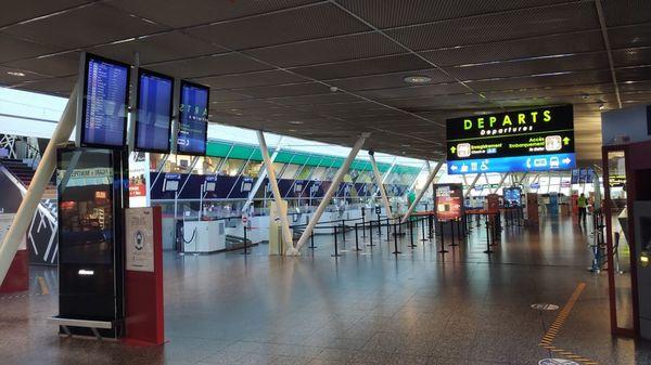 Pour le début des vacances de Noël, l'aéroport de Lille-Lesquin retrouve (presque) son rythme de croisière - Voor de start van de kerstvakantie is de luchthaven van Lille-Lesquin (bijna) weer op kruissnelheid