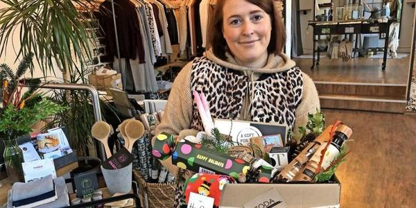 Die Geschenke abholen im Concept-Store Izoda aus Bad Oldesloe.