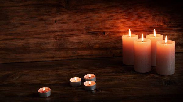 """Kerzen in der Adventszeit: Das sagt ein Lichtforscher zum Corona-Advent – """"Kerzen streicheln unsere Seele"""""""