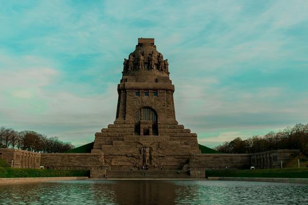 Das Völkerschlachtdenkmal ist eine grandiose Kulisse fürs Theaterspielen und bietet viel Platz, um auf Abstand zu bleiben. Foto: cravingqualityshots/Pixabay.com