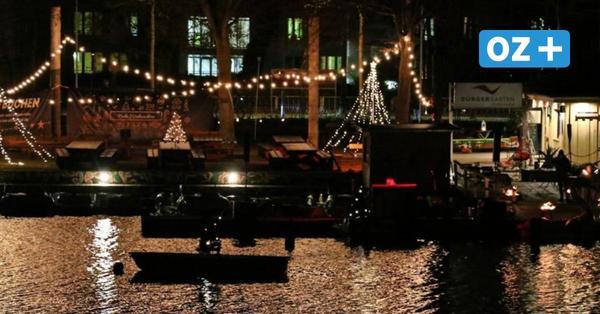 Weihnachtliche Stimmung in Stralsund: Pianist spielt Lieder am Knieperteich