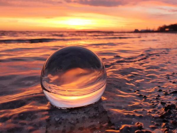 Sonnenaufgang - Spielerei mit der Fotokugel (Foto: Cornelia Behring)