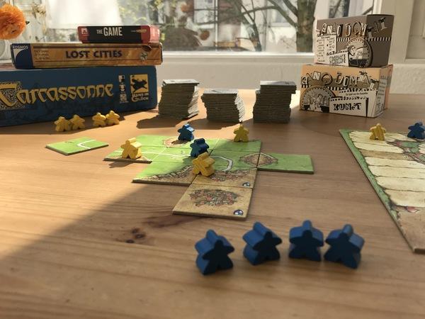 Spieletipps für zwei: Carcassonne (vorne), Anno Domini, The Game, Lost Cities. (Foto: Karsten Röhrbein)