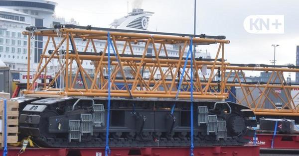 Stena Line verschifft einen großen Raupenkran in Kiel