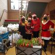 Kei Tof KB deelt kerstpakketjes uit