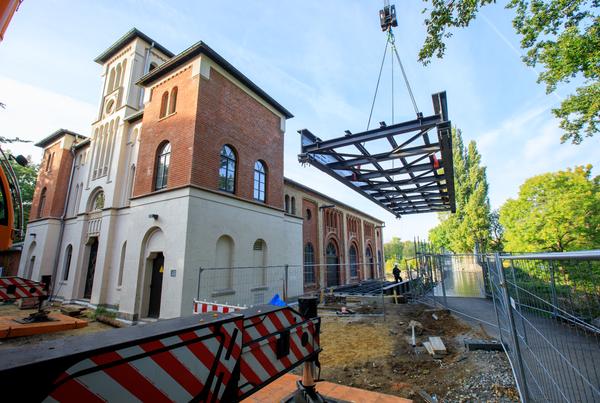 Die Wasserkunst in Herrenhausen ist frisch renoviert worden und erstrahlt nun wieder in früherem Glanz. (Foto: Michael Wallmüller)