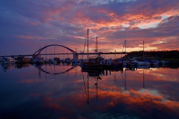 LN-Leser Joris Grüning hat dieses schöne Bild der Fehmarnsundbrücke gemacht.