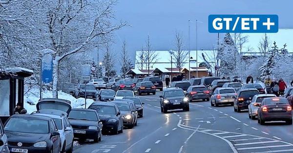 Tagestouristen strömen in den Harz: Polizei sperrt Straße in Richtung Torfhaus