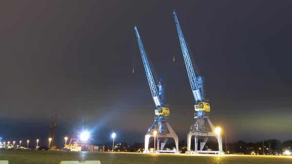 Die alten Kräne im Stadthafen zur Abendstunde (Foto: Stefan Witek)