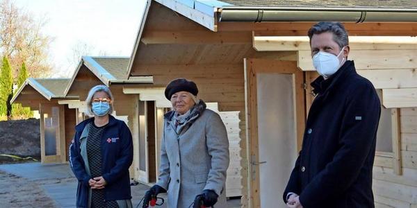 DRK Rostock stellt Besucherhütten in Pflegeheimen auf