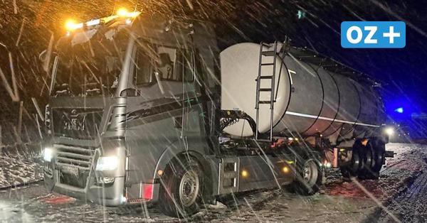 Erster Schnee des Jahres: Laster blockiert A20-Abfahrt in Vorpommern
