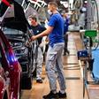 Bei VW in Wolfsburg rollen die Bänder wieder: Wiederanlauf verläuft planmäßig