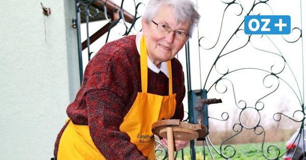 Viel Geduld: So macht Kägsdorfer Kräuterpädagogin ihre Butter selbst