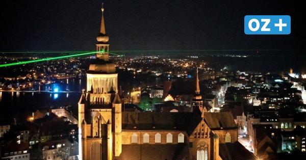 Sieben grüne Strahlen setzten zu Silvester in Stralsund ein Zeichen der Hoffnung