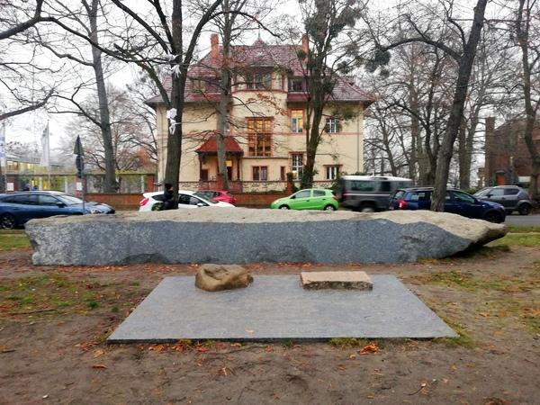 Der Gedenkort vor der Truman-Villa. Foto: Peter Degener