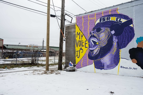 """Amoz Wright's """"Talk That Talk"""" is a part of the """"Harvey World Wall"""" mural painted on the side of The Harvey Boxing Club.   Pat Nabong/Sun-Times"""