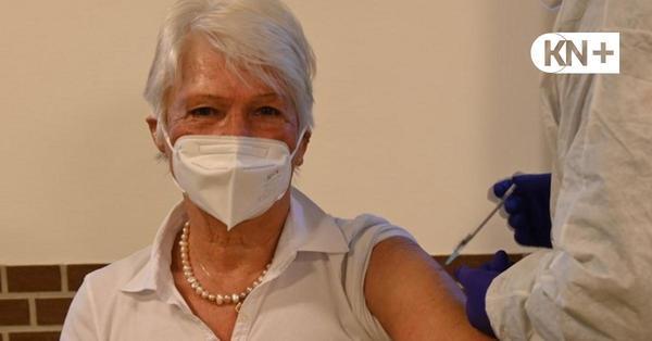 Impfzentrum in Schönberg eröffnet: Die ersten Senioren im Kreis Plön sind geimpft