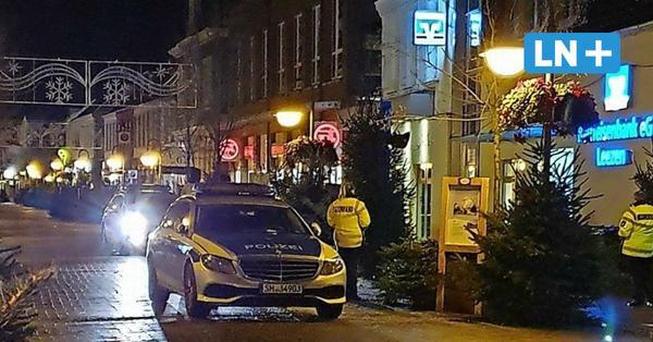Bank umstellt: Großaufgebot der Polizei in der Bad Segeberger Innenstadt