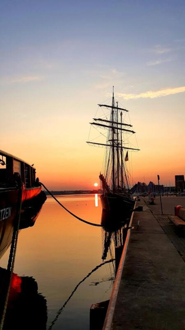 Sonnenaufgang im Stadthafen (Foto: Swantje Sahmkow)