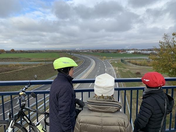 Ein Brückenblick auf die neue Bundesstraße. (Foto: Andreas Zimmer)