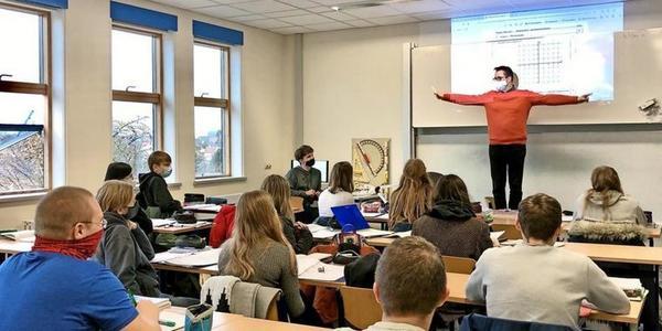 Dieser Wolgaster Lehrer zeigt, warum richtiger Unterricht nicht zu ersetzen ist