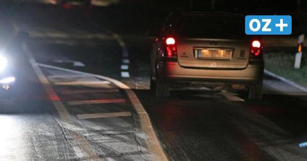 Straßenglätte: Autos landen im Graben und an Laternen in Vorpommern-Rügen