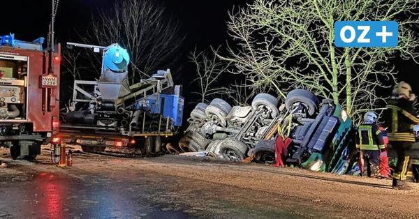 Neu Degtow: Schwerer Lkw-Unfall auf spiegelglatter Straße