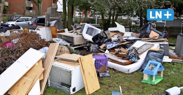 Müll in Moisling: Unbekannte entsorgen Möbel, Unrat und Auto