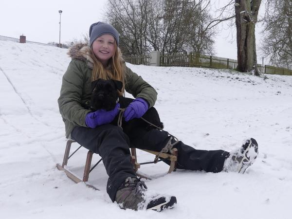 Wilhelmine Markgraf ist eins von vielen Kindern in der Uckermark, die den ersten Schnee genossen.