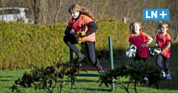 Reiten auf Steckenpferden: Hobby Horsing ist neuer Trensport in Hamberge