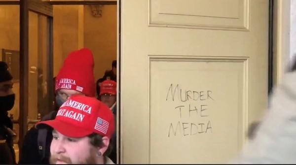 The mob forlader Capitol, men budskabet står tilbage