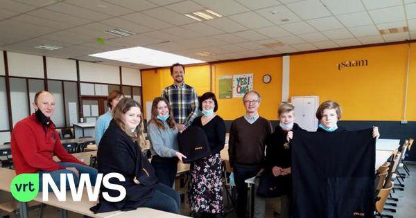 COVID-19 : Les élèves de Dixmude suivent les cours avec une couverture polaire - COVID-19 : Leerlingen in Diksmuide volgen les met een fleecedekentje